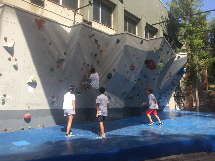 Climbing | 5 reasons to learn English outdoors at Oxford House | Oxford House Barcelona