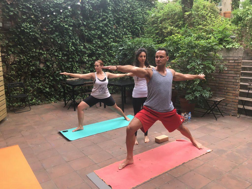 Clase de Yoga e Intercambio en Oxford House Barcelona
